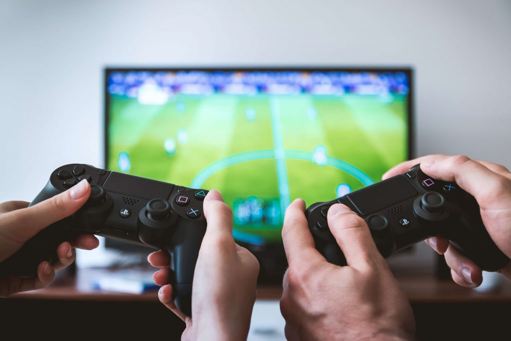 Score and text recognition with machine learning for eSports: two players holding joysticks in front of the TV